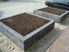 raised garden beds from simple blocks Rustic Outdoor Furniture, Garden Deco, Home Landscaping, Garden Spaces, Dream Garden, Garden Inspiration, Vegetable Garden, Outdoor Gardens, Raised Beds