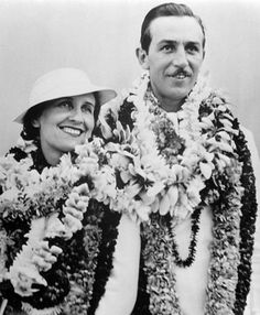 Walt Disney & Lillian Disney in Hawaii Retro Disney, Disney Icons, Vintage Disney, Disney Love, Disney Magic, Disney Mickey, Disney Stuff, Disney Humor, Frozen Disney