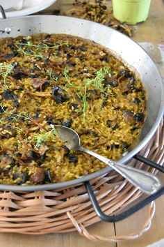 Arroz seco de setas / Chez Silvia Rice Recipes, Salad Recipes, Cooking Recipes, Healthy Recipes, Recipies, Yummy Veggie, Yummy Food, Guisado, Spanish Kitchen