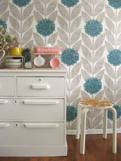Floral wallpaper with grey and blue tones for a sweet, yet neutral look. #wallpaper #floral #home #xtdeco #welovedeco