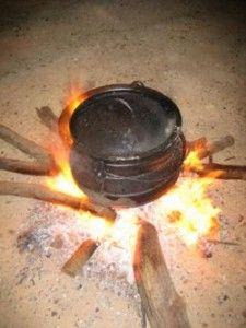Camping offers an excellent escape from the weekday routine. You can enhance your camping experience with innovative outdoor camping recipe. Cast Iron Skillet Cooking, Iron Skillet Recipes, Dutch Oven Camping, Camping Meals, Camping Cooking, Oven Cooking, Camping Dishes, Camping Tips, Campfire Food
