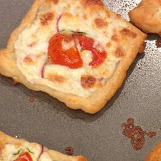 Buddy Valastro's Sliced Zucchini and Tomato Pizzette from the Rachael Ray Show (minus the onions)