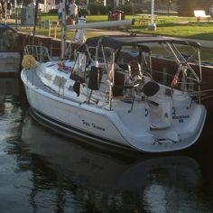 Beautiful hunter sailboat.
