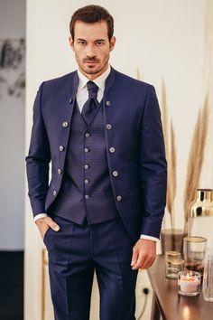 Hochzeitsanzug der Marke DROYCE by Steinecker bestehend aus Hose, Sakko und Gilet. Mehr Anzüge findet ihr auf unserer Homepage. Double Breasted Suit, Suit Jacket, Suits, Jackets, Fashion, Groom Fashion, Trousers, Down Jackets, Moda