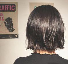 いいね!31件、コメント1件 ― ゴトウ マサキさん(@maa__saki)のInstagramアカウント: 「夜な夜なカット いつもありがとね!!! . . . . #bob #ボブ #切りっぱなし #切りっぱなしボブ #外ハネ #haircut #cut #カットモデル #本当はグラボブ #波巻き…」