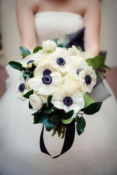 27 Stunning Winter Wedding Bouquets ❤ See more: http://www.weddingforward.com/winter-wedding-bouquets/ #weddings #bouquets