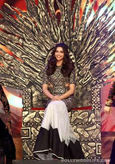 Deepika at the Umang Awards 2015