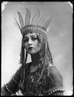 Source: npg.org.uk    Christine Silver (December 17, 1884 - November 23, 1960) as Titania in A Midsummer Night's Dream. Portrait by Bassano