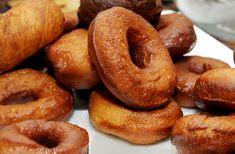 Ha farsang, akkor szalagos fánk! A hagyományos édesség frissen a legjobb, házi lekvárral kenve. Doughnut, Muffin, Desserts, Foods, Tailgate Desserts, Food Food, Deserts, Food Items, Muffins