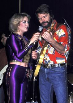 Tanya Tucker and Glen Campbell perform on April 4 1980 in Reseda Calif. Top Country Songs, Country Music Stars, Country Singers, Music Like, New Music, Classic Singers, Leon Russell, Tanya Tucker, Glen Campbell