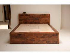 Recuperado antiguo crecimiento almacenamiento cama por BlakeAvenue