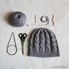 Baby Knitting Patterns Yarn Hermione& Zopfmütze - a free guide Crochet Beanie, Crochet Baby, Free Crochet, Knitted Hats, Poncho Knitting Patterns, Baby Knitting, Crochet Patterns, Hermione, Textiles
