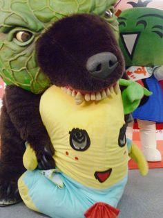 メロン熊に囓られるふなっしー ゆるキャラ2体の微笑ましいゆるーい絡み 怖いゆるキャラ メロン熊