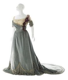 Ball Gown, by Worth, c. 1905, at the Museum of the City of New York