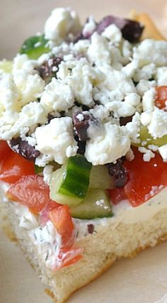 Greek Veggie Pizza Squares with crescent rolls, tzatziki cream cheese, vegetables, and feta cheese! These super simple pizza bites makes a great appetizer. Greek Appetizers, Appetizer Recipes, Veggie Pizza Appetizers, Dinner Recipes, Vegetarian Recipes, Cooking Recipes, Pizza Recipes, Pizza Bites, Tasty