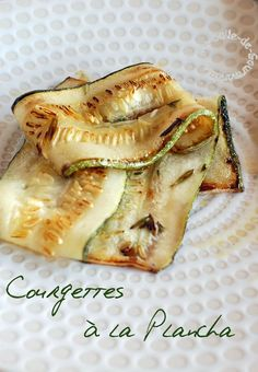 Courgettes à la Plancha Grilled Fruit, Grilled Veggies, Bbq Marinade, Zucchini Lasagne, Beer Chicken, Salad Recipes, Healthy Recipes, Barbecue Grill, Barbecue Weber