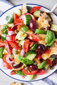 Summer Panzanella salad makes a great warm weather lunch. It comes together quickly and it marries sweet, sour and salty flavours together perfectly.