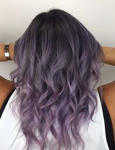 20 Lovely Lavender Ombre Hair Color Ideas 20 Lovely Lavender Ombre Hair Color Ideas<br> A lavender ombre hair look is feminine, flirty and perfect for helping you achieve the pastel princess look that you're aiming for! These hair color ideas helps you Pastel Purple Hair, Lavender Hair Colors, Hair Color Purple, Purple Ombre, Lavender Hair Highlights, Pastel Highlights, Pastel Blonde, Ombre Hair Lavender, Silver Purple Hair