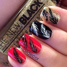 Not sure if I like this mani too much but it'll do lol... Random feathers ❤️ @the_new_blacktv gold glitter striper is the bomb! #Padgram