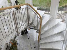 Naturstein Treppen verleihen kleinen Fluren und großzügigen Eingangsbereichen eine außergewöhnliche Note. Naturstein Treppen sind eine wertvolle Investition.