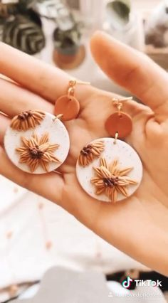 Diy Earrings Polymer Clay, Polymer Clay Flowers, Polymer Clay Charms, Earrings Handmade, Handmade Beads, Handmade Polymer Clay, Resin Jewelry, Jewelry Crafts, Jewellery