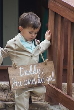 """Daddy, Here comes our girl"" signage for the ring bearer // Shelly Taylor Photography"