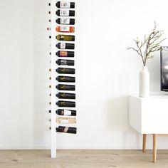 Goede flessen wijn verdienen een ereplekje in huis. Niet zomaar in een simpel wijnrek, maar in deze beauty: de Wijnpaal! Dit unieke design-rek wordt perfect op maat gemaakt, zodat de Wijnpaal precies past tussen het plafond en de vloer in jouw huis.