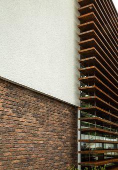 Casa MMP – Mauricio Melara Arquitetura Cinema Room Small, Small Rooms, Houses, Log Projects, Arquitetura, Modern House Exteriors, Home Exteriors, Small Bedrooms, Homes