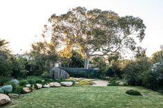 Inspiration for my backyard landscaping project Garden Design Plans, Modern Garden Design, Garden Landscape Design, Australian Garden Design, Australian Native Garden, The Secret Garden, Coastal Gardens, Diy Garden, Front Yard Landscaping