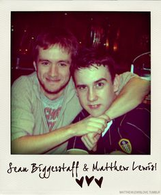 Sean Biggerstaff (Oliver Wood) and Matthew Lewis (Neville Longbottom). Can we just take a minute to appreciate that both Seans character last name is Wood and his real last name is Biggerstaff? Oliver Wood Harry Potter, Saga Harry Potter, Harry Potter Icons, Harry Potter Pictures, Harry Potter Love, Harry Potter Characters, Tom Felton, Sean Biggerstaff, Draco