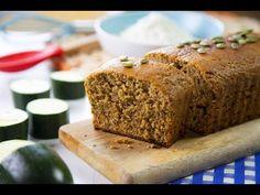 Esta hortaliza refrescante -un 95% de su composición es agua- es muy versátil en la cocina, como demuestra esta original receta Banana Bread, Desserts, Food, Youtube, Easy Food Recipes, Sauces, Cooking, Zucchini Loaf, Food Items