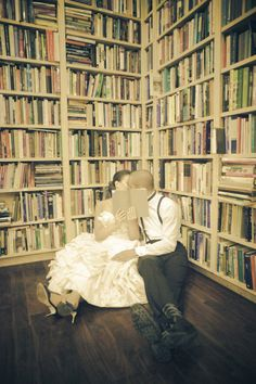 Bookworm bride and groom. Photography by sarahgeiger.com,