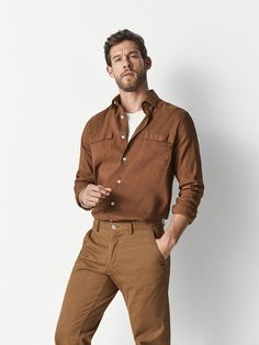 The most elegant men's shirts at Massimo Dutti. Discover Spring Summer 2019 striped, checked, oxford, knit, denim or cotton shirts for a contemporary style. Stylish Mens Outfits, Casual Outfits, Fashion Outfits, Casual Shirts For Men, Men Casual, Plain Shirts, Herren Outfit, Men Style Tips, Mens Clothing Styles