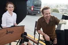 "filmartbox no Twitter: ""Emma Stone and Ryan Gosling on the set of La La Land (2016).… "" ."