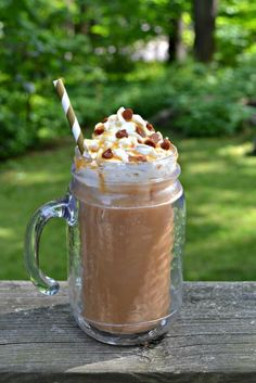 Salted Caramel Iced Coffee is a tasty summer beverage that will help cool you off.#summer #coffee #caramel | Coffee Recipes | Iced Coffee Recipes | Caramel Recipes | Summer Recipes Coffee Meme, Iced Coffee, Coffee Drinks, Fresh Coffee, Coffee Quotes, Coffee Creamer, Starbucks Coffee, Drip Coffee, Hot Coffee