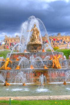 CHATEAU DE VERSAILLES, not my cup of tea, but France, nonetheless. Versailles, Paris 3, Paris France, Beautiful Wallpaper Photo, Paris Suburbs, Art Actuel, Inside Pool, Fountain Of Youth, Water Fountains