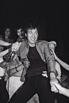 Bruce Springsteen and Fans 1977 © Lynn Goldsmith Greatest Songs, Greatest Hits, Elvis Presley, Rock N Roll, Lynn Goldsmith, The Boss Bruce, Bruce Springsteen The Boss, Jackson Browne, E Street Band