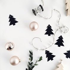 Simple, holiday garland.