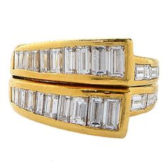 An 18ct yellow gold ring set with 2.00cts of baguette cut diamonds c. 1980