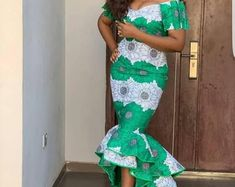 African Short sleeve midi dress,African fit and flare dress, African midi dress for women,african print midi dress,African clothing for wome African Maxi Dresses, Dress Picture, African Wear, African Fabric, Different Fabrics, Flare Dress, Fit And Flare, Printing On Fabric, Two Piece Skirt Set