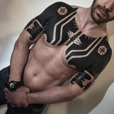 These Striking Solid Black Tattoos Will Make You Want To Go All In - KickAss Things black tattoo These Striking Solid Black Tattoos Will Make You Want To Go All In Solid Black Tattoo, Black Ink Tattoos, Hot Tattoos, Life Tattoos, Body Art Tattoos, Sleeve Tattoos, I Tattoo, Black Work Tattoo, Cuff Tattoo