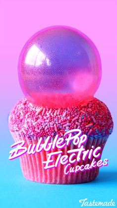 These bright cupcakes pack the yummy taste of bubblegum without the chewiness. Fancy Cupcakes, Yummy Cupcakes, Bubble Gum Cupcakes, Cotton Candy Cupcakes, Cute Desserts, Delicious Desserts, Cupcake Frosting, Cupcake Cakes, Cute Food