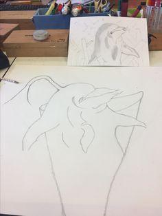 Ik heb op een groot blad een dolfijn getekend in een patatzak. De vormen waren lastig maar het lukte wel. Het gat in de dolfijn heb ik gebruikt voor mayo er uit te spuiten.