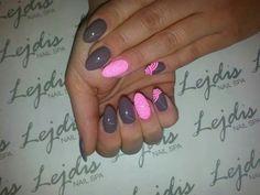 SPN Lakiery hybrydowe UV LaQ 613 First Kiss & 640 Grey Mist. Nails by Karolina @lejdis_nailspa  #spnnails #UVLaQ