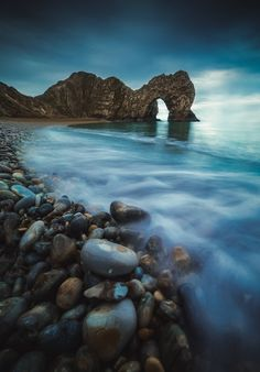 Durdle Door Dorset UK. Shot a million times before I however managed to find a fresh/unique perspective. [OC] [31204476] #reddit