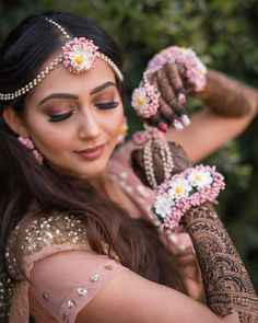 Floral Maang Tikkas and Passa Haldi Ceremony, Pearl Flower, Floral Hair, How To Make Ornaments, Mehendi, Wedding Vendors, Colorful Flowers, Bridal Jewelry, Jewelry Design