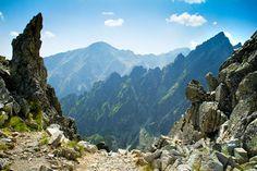 Slovakije moet het vooral hebben van zijn NATUUR. De bergketens Tatra, Fatra en Matra zijn in de winter geschikt om te skiën, in de zomer worden het echte wandelparadijzen. Berg, Places To Visit, Mountains, Winter, Travel, Winter Time, Viajes, Destinations, Traveling