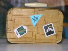 make a suitcase for your AG doll from an altoid box!