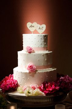 I like this cake design, simple, variety of design and elegant
