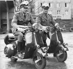 1945 vespa | Vespa-scooter-first-production-prototype-1945-debut-Italy-motorcycle ...